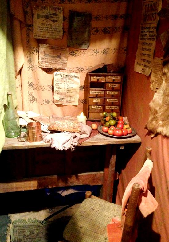 laketown_desk_#thehobbit