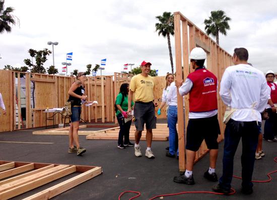 habitat-hammers-volunteers