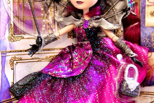 Thronecoming-dolls-raven