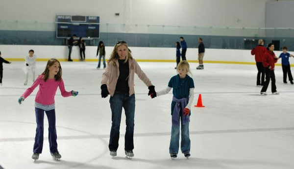Pasadena-Ice-Skating_Cbobpa