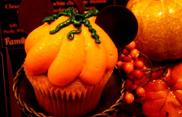 disneyland-pumpkin-cupcake