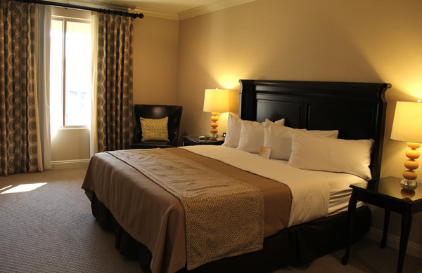ayres-hotel-orange-bedroom