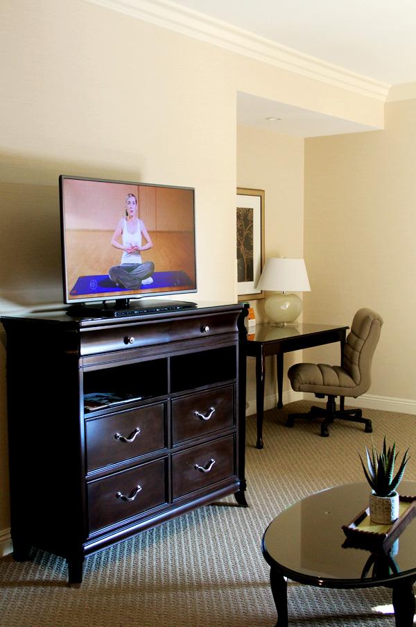 ayres-hotel-orange-tv