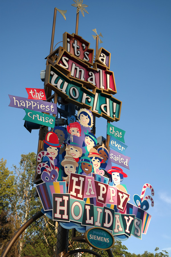 It's a small world, it's a small world Disneyland, Disneyland Attractions, It's a small world holiday, disney holidays