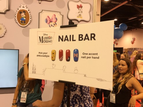 d23_minnie_nailbar2
