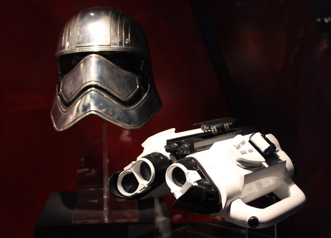 Captaim-Phasma-Helmet-And-G