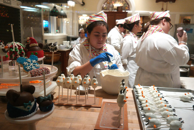 candy-maker-disneyland