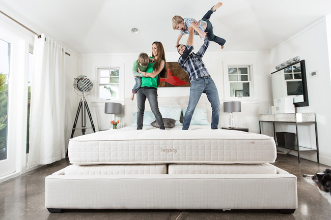 Custom Comfort Mattress Holiday GIveaway, Southern California Mattress company, giveaways