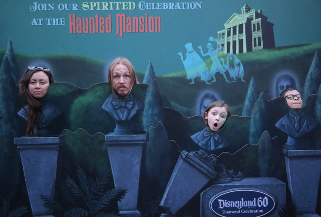 disneyland-haunted-mansion-