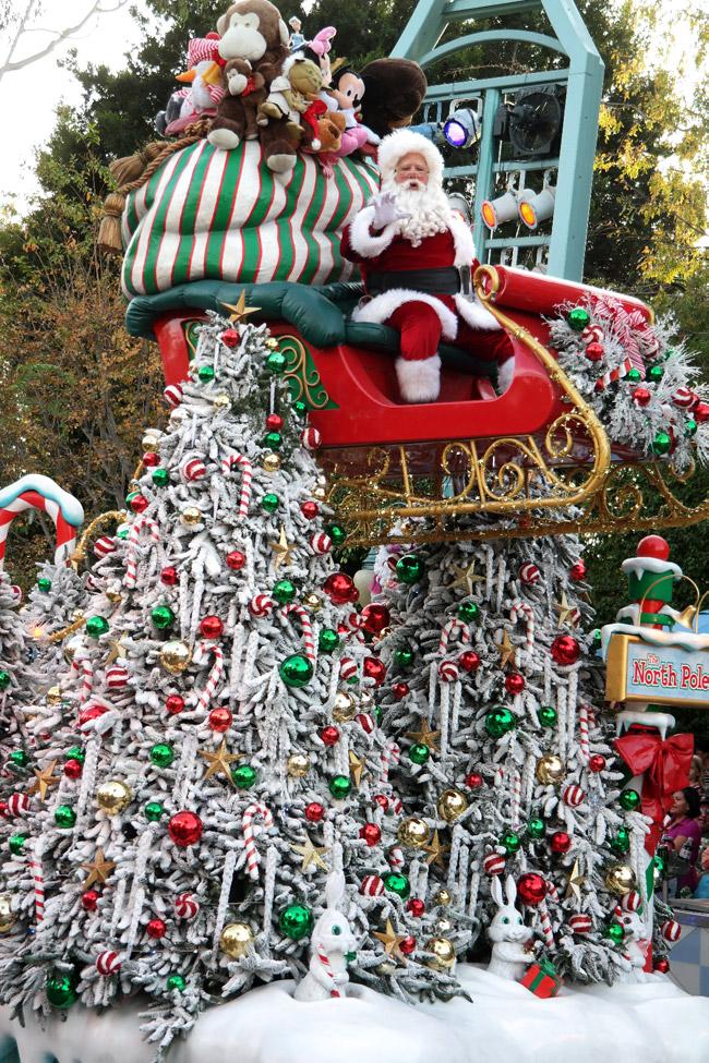 disneyland-holidays-santa