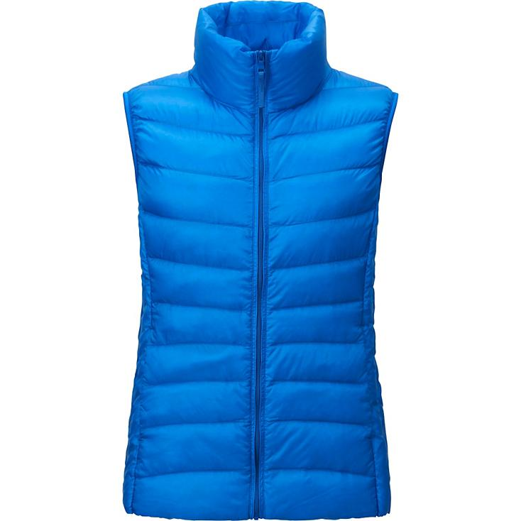 I live in my Uniqlo thermal vest as I run to school, the gym, and post office. This color brightens my winter.