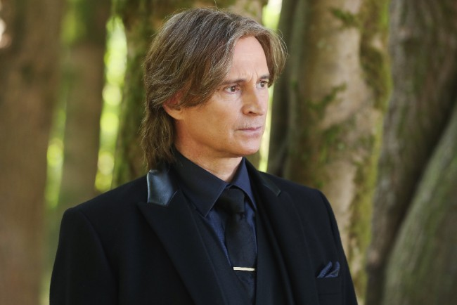 "ONCE UPON A TIME - ""The Savior"" - As ""Once Upon a Time"" returns to ABC for its sixth season, SUNDAY, SEPTEMBER 25 (8:00-9:00 p.m. EDT), on the ABC Television Network, so does its classic villain-the Evil Queen. (ABC/Jack Rowand) ROBERT CARLYLE"
