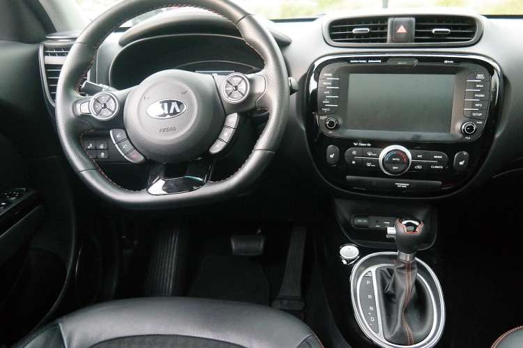 kia soul turbo interior