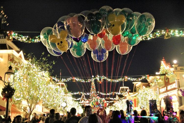 disneyland holidays balloons