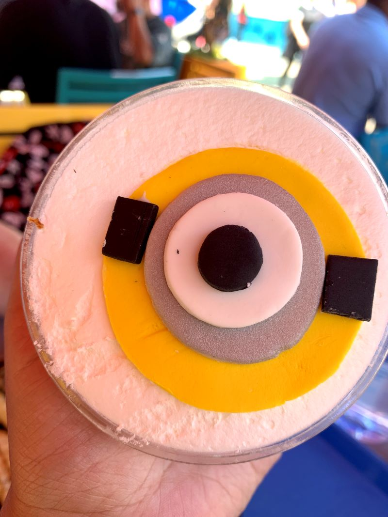 minion cafe banana pudding